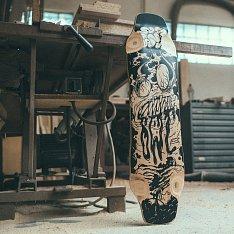 Skejty, snowboardy atd